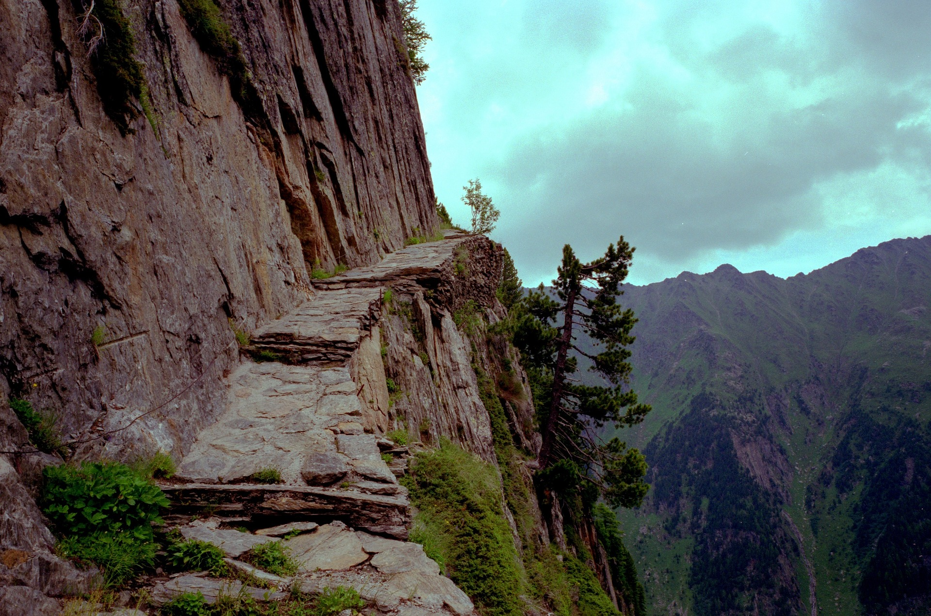 mountain-path-1119909_1920